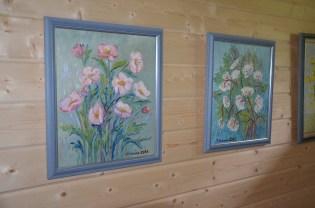 Irja Halosen maalausten näyttely oli yksi maisema- ja kulttuurikävelyn kohteista.
