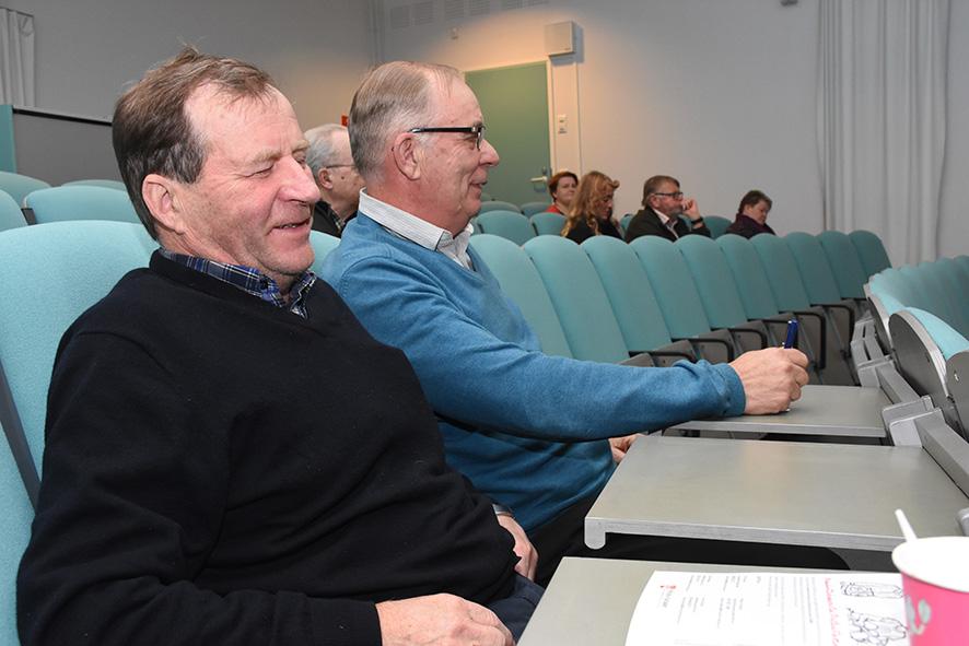 Pentti Koistisen (vas.) ja Martti Lappalaisen kommentit kirjattiin ylös maakuntakaavaluonnoksen esittelytilaisuudessa.