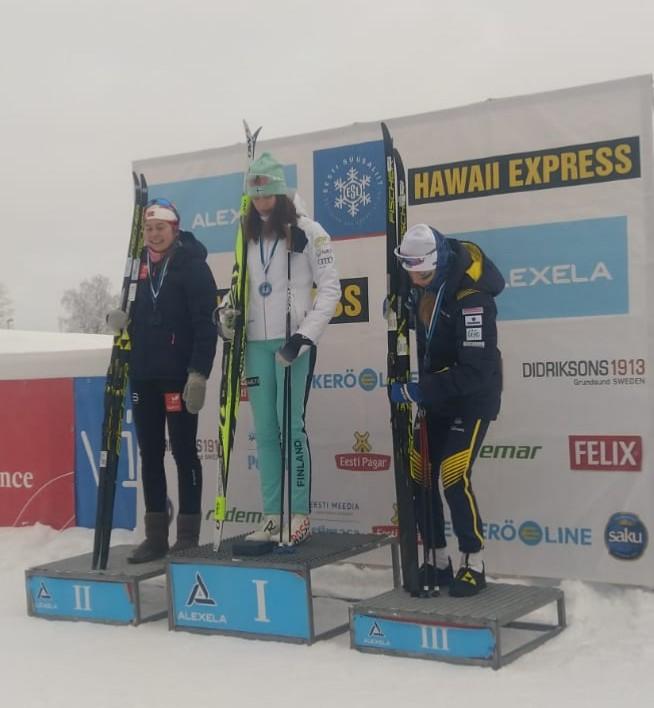 Pohjoismaiden nopeimmat nuoret naiset Lotta Kurttila (kesk.), Marie Wangen (vas.) ja Saga Faeltenhag.