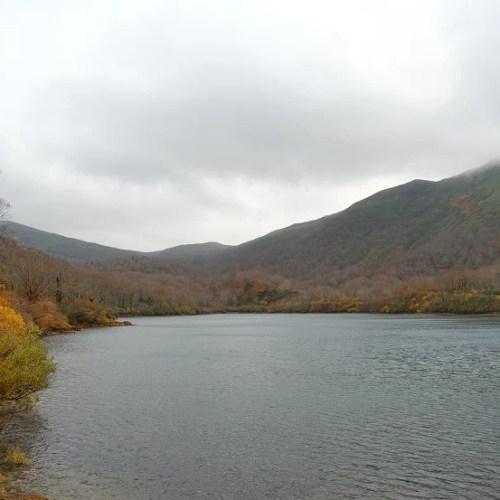 栗駒山須川湖の紅葉の写真