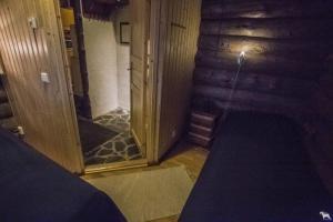 Päärakennuksen makuuhuone