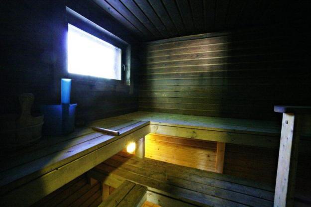 Strukan vuokramökillä puulämmitteinen sauna