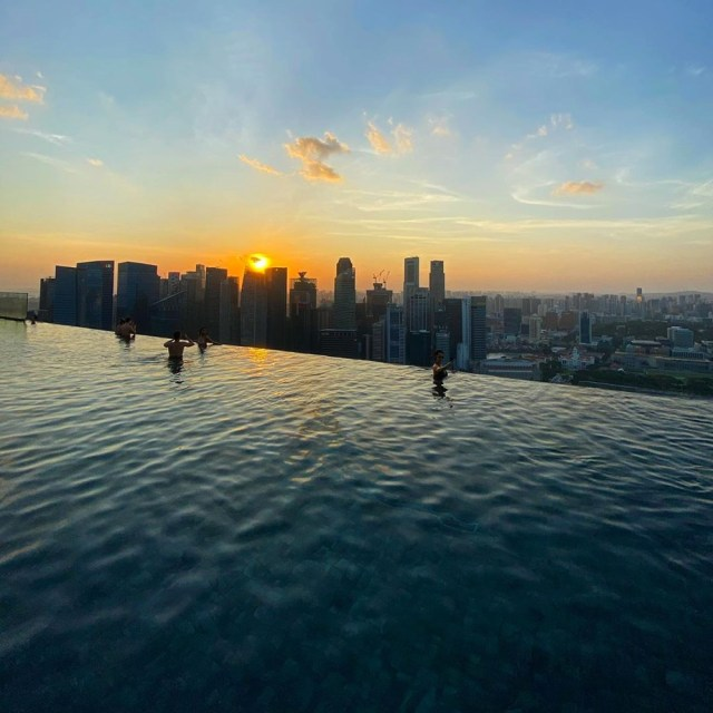 The infinity pool on the 58th floor of the Marina Bay Sands in Singapore