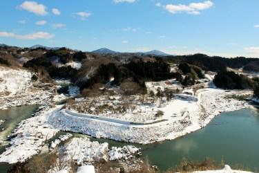 雪景色の稚児舞台・阿武隈川・島山地区の画像(福島県二本松市)