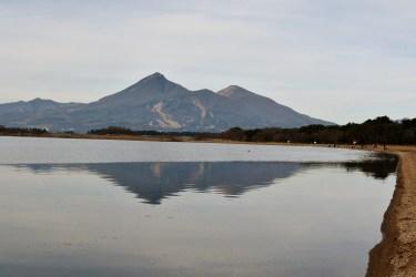 初冬の磐梯山と猪苗代湖