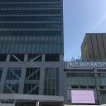 流行最先端のNEWoManを訪ねて、新宿三丁目から南口へ。