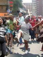 Kénya – les femmes manifestent contre les hommes inefficaces au lit