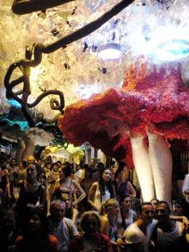 ...which was the best street party I've ever been to! Imagine that all street decorations were made exclusively by recycled materials. The whole neighborhood of Gràcia was converted to an enormous colorful, musical, dancing, singing, sweaty, drunken fairytale...
