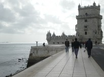 Josafat, on the left, and Rodrigo, on the right, walking along Tagus river.