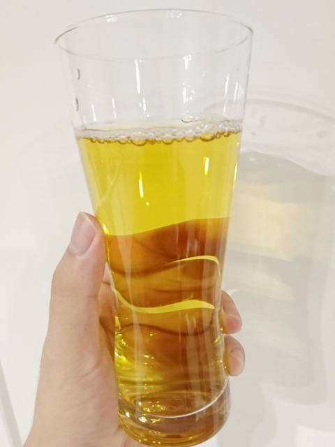 コスモス:緑茶を飲む