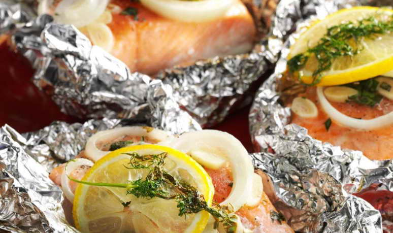 How to Cook Salmon Fillets in Foil