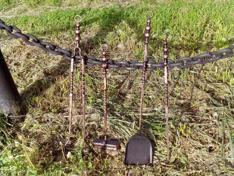 Кузницы Урала - художественная ковка и кованые изделия из металла. Каминный набор: кочерга, щетка, совок, щипцы.