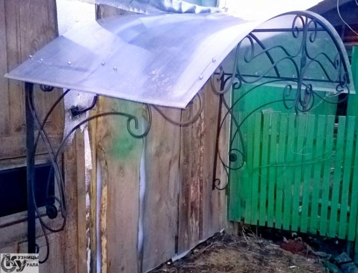 Кузницы Урала - кованый козырек с крышей из поликарбоната.