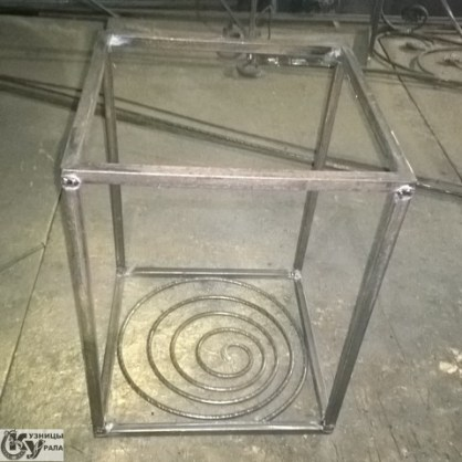 Кузницы Урала - кованый кофейный столик. Изготовление ковки и кованых изделий по заказам.