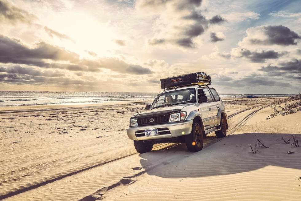 pvt australie working holiday visa backpacker voyage travel whv 4x4 plage off road soleil