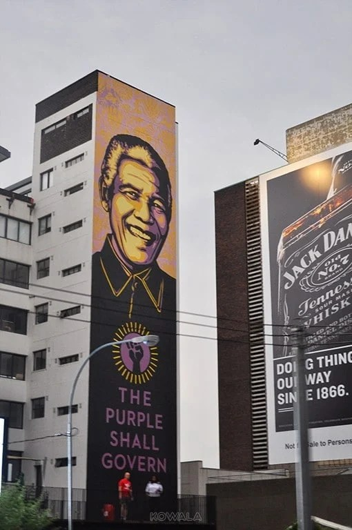 figure Mandela building Joburg