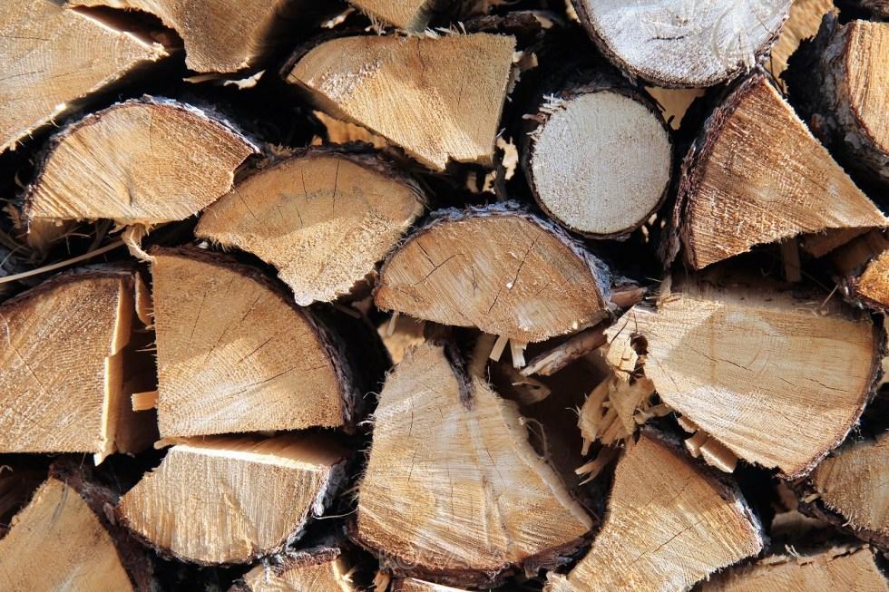 pile de bois pour l'hiver