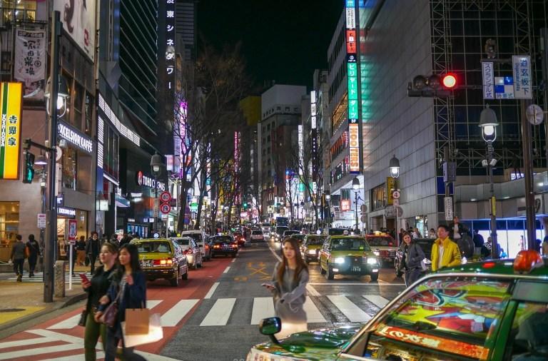 rue de tokyo la nuit