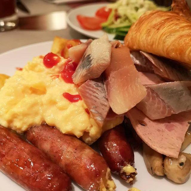 朝ご飯を食べたら急激に眠気が…寝たらヤバい。