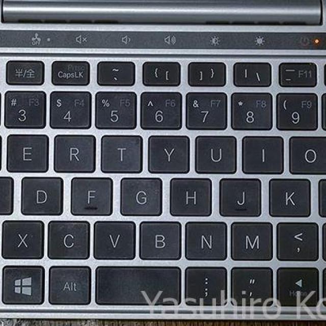 GPD Pocket 2のキーボード、日本語キーボードにすると半/全ボタンが使えるようになるけど、キー刻印と入力がずれるので、なかなか悩ましい。