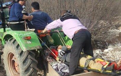 Arazide Ayağı Kırılan Çoban, Traktörle Taşındı