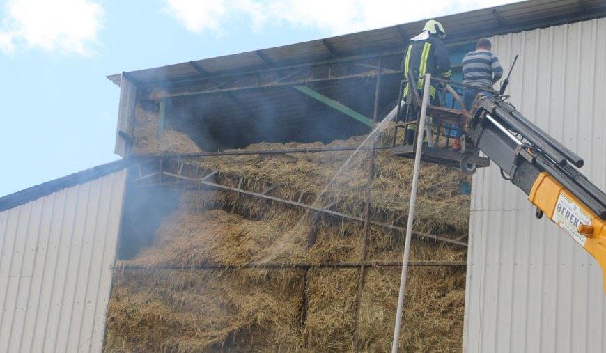 Çiftlikte yangın: 200 ton saman…