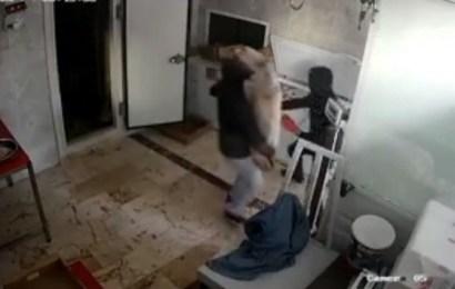 6 dakikada 1 ton et çaldılar…