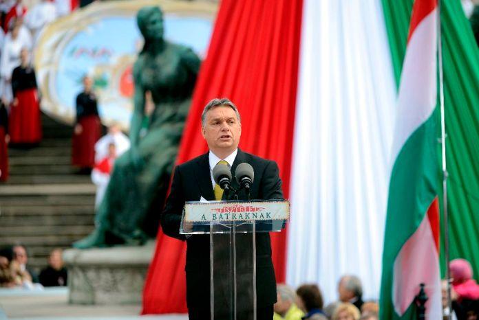 Orbán Viktor miniszterelnök beszédet mond az 1848-49-es forradalom és szabadságharc kitörésének 167. évfordulóján rendezett állami ünnepségen Budapesten, a Múzeumkertben 2015. március 15-én. MTI Fotó: Kovács Tamás