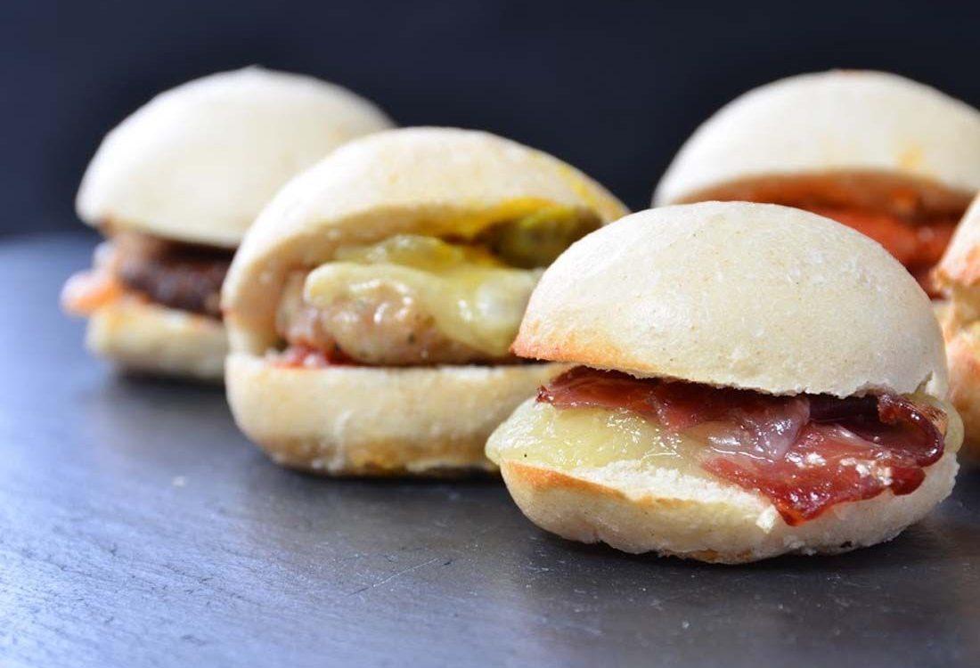 Mini hamburguesas de pavo canónigos y miel