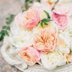 bandeja con rosas