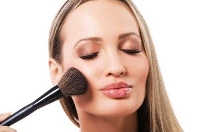 Young-beautiful-woman-applying-powder