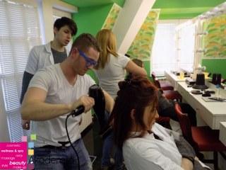 FENIRANJE KOSE SREDNJE DUŽINE – sa nastave na kursu za profesionalne frizere