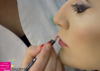 Kako našminkati usne olovkom