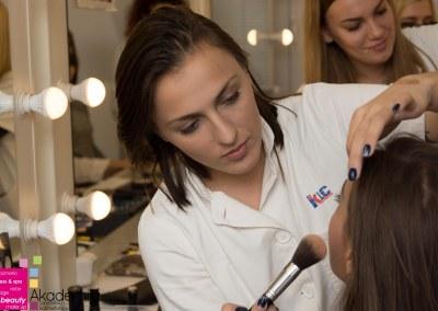 Kako korigovati spuštene kapke šminkom