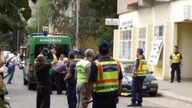 Photo of Rendőrök törték az ajtót rá az emberekre a kilakoltatásnál