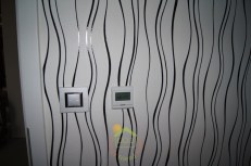 Érintőképernyős programozható termosztát és a kapcsoló