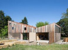 new-studio-barn-features-100-year-old-barn-board-siding-7-façade-thumb-630x472-26116