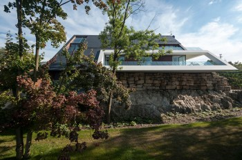 geometric-home-emerges-lime-cliff-18-front-view-thumb-630x419-27904