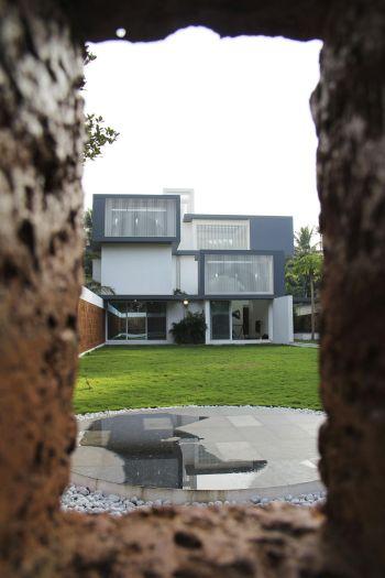 runningwallresidenceLIJO-RENY-Architects.jpg4_