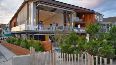 Photo of Fenntartható és játékos kétszintes tengerparti ház közel az Atlanti-óceánhoz