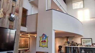 Photo of Lenyűgöző loft lakás Chicagóból, a tulajdonos gitár gyűjteményének művészi megjelenítésével