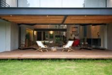 indoor-outdoor-zones-accentuated-vertical-gardens-10-terrace-thumb-630xauto-44192