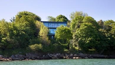 Photo of Modern faház, amely a környezetre reflektál