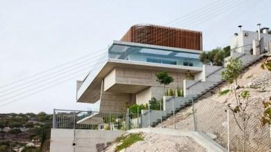 Photo of Modern otthon Cipruson – a ház tetején parkolóval