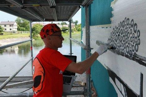 street-art-mural-reflected-water-4