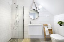 small-apartment-in-Spain-bathroom-shower