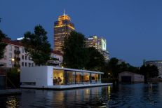 Floating-Amsterdam-home-at-night