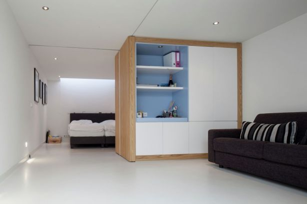 Floating-Amsterdam-home-bedroom-design-and-layout