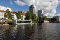 Floating-Amsterdam-home-viewed-from-a-distance