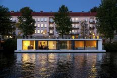 Floating-Amsterdam-home-water-side-view